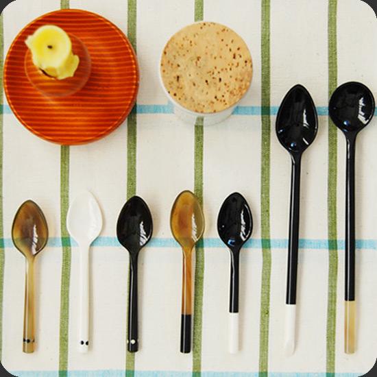 "Sarah Petherick (サラ・ペセリック) ""Eggspoon"""