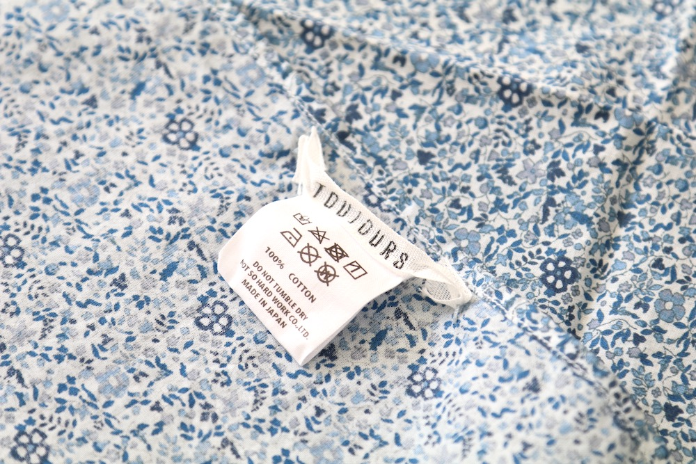 """[WOMEN'S]TOUJOURS(トゥジュー)""""Bandanna Scarf -NATURAL OVER DYE CLASSIC BLUE FLORAL COTTON CLOTH"""""""