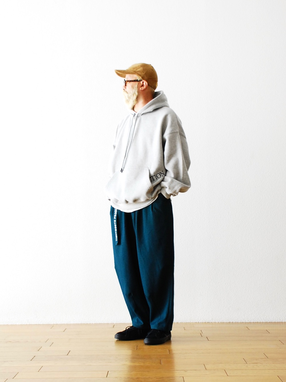 """TIGHTBOOTH PRODUCTION(タイトブースプロダクション) """"STRAIGHT UP HOODIE"""""""