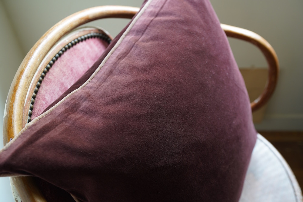 Double Sided Hand-dyed Velvet Cushion Cover Piping 50 / Burgundy&pale pink<p>キルステンヘクターマン 手染めベルベットクッション (カバーのみ)</p>