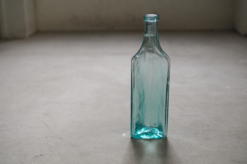 Vintage Glass bottle A<p>ヴィンテージ ガラスボトル A</p>