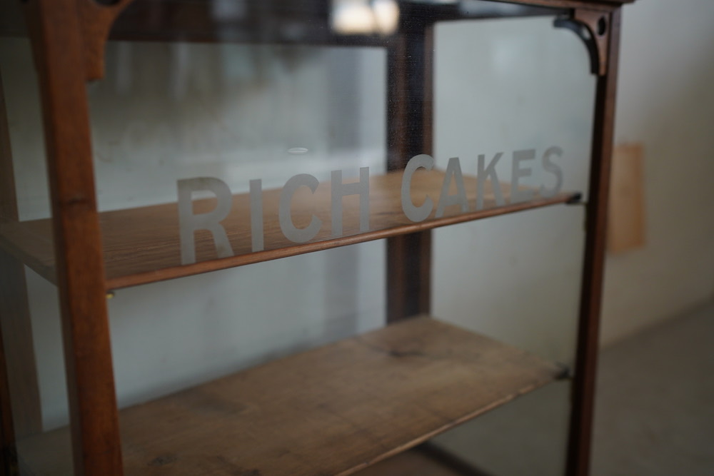 RICH CAKES glass showcase (3steps)<p>RICH CAKES ガラスショーケース(3段)</p>