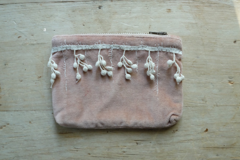 Kirsten Hecktermann Hand-dyed velvet embroidery pouch (S/C)<p>キルステンヘクターマン ベルベット刺繍ポーチ (Sサイズ/C)</p>