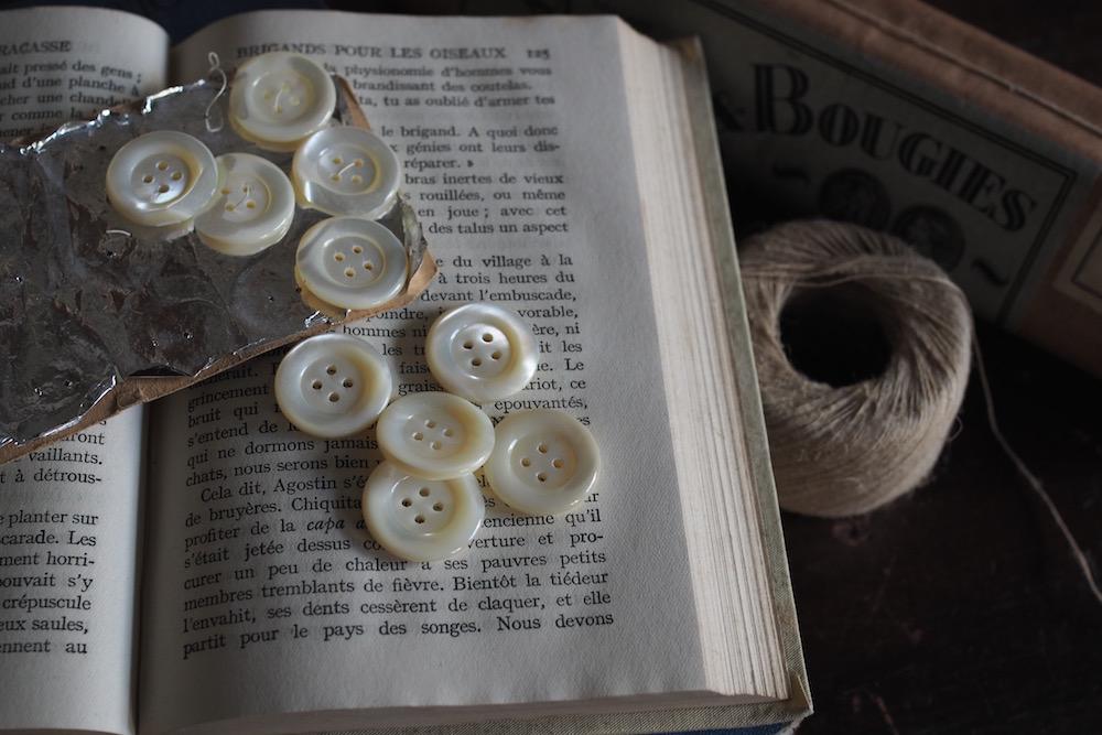 Antique Shell Button<p>アンティーク シェルボタン</p>