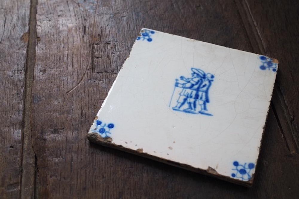 Antique tile<p>アンティーク タイル</p>