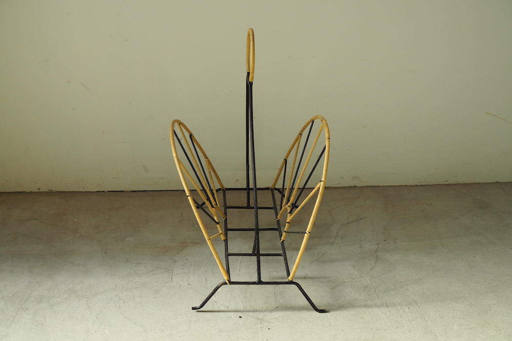 Book stand<p>本立て</p>
