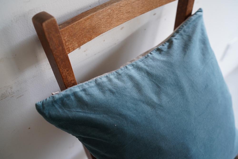 Hand-dyed velvet cushion 45 / IDLE BLUE<p>キルステンヘクターマン 手染めベルベットクッション</p>