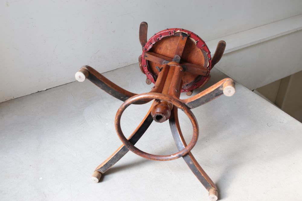 FISCHEL bentwood high chair<p>フィッシェル社 ベントウッドハイチェア</p>