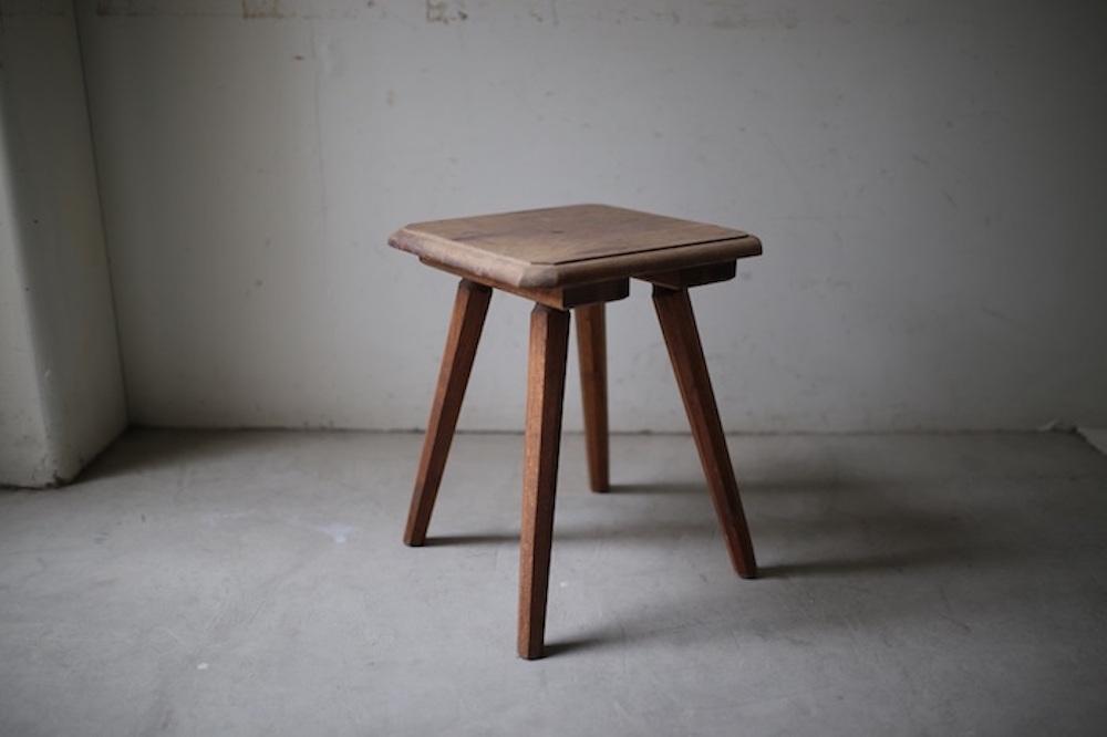 Wooden square stool A<p>木製のスクエアスツール A</p>