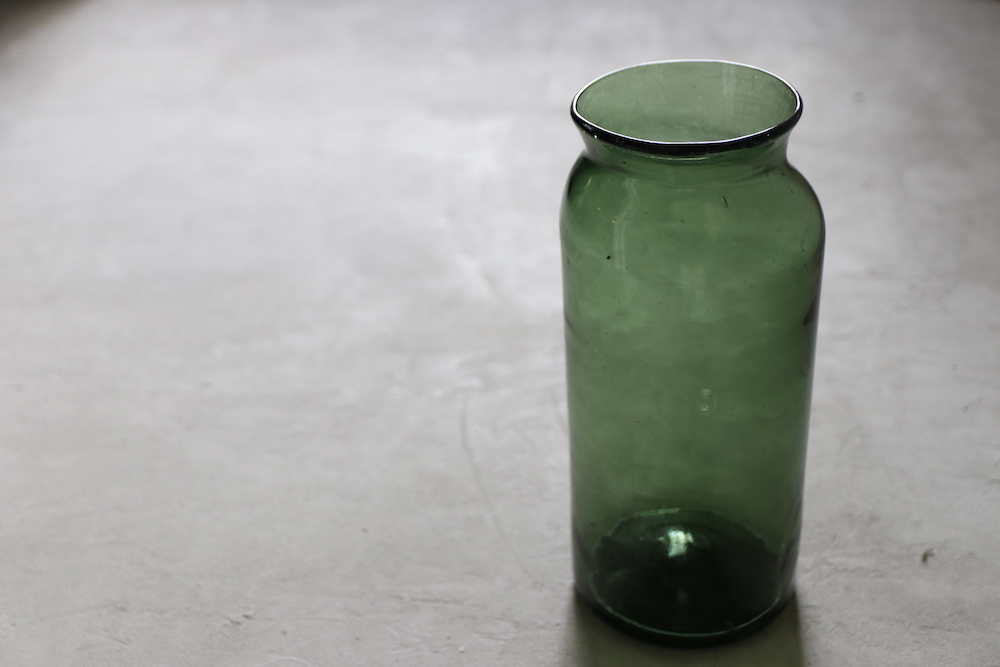 Antique glass flower vase(olive green)<p>アンティークガラス フラワーベース(olive green)</p>
