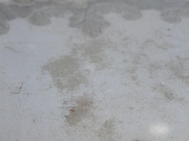 アンティーク 脚のついた エレガントなシルバープレートのトレイ