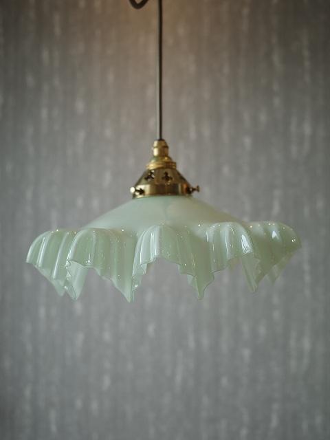 アンティーク イギリスで買い付けた ユニークな形のランプシェード