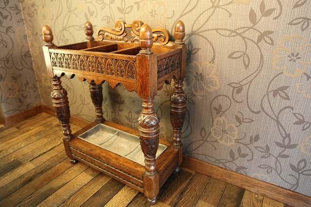 豪華絢爛な装飾が美しい、アンティークのステッキスタンド