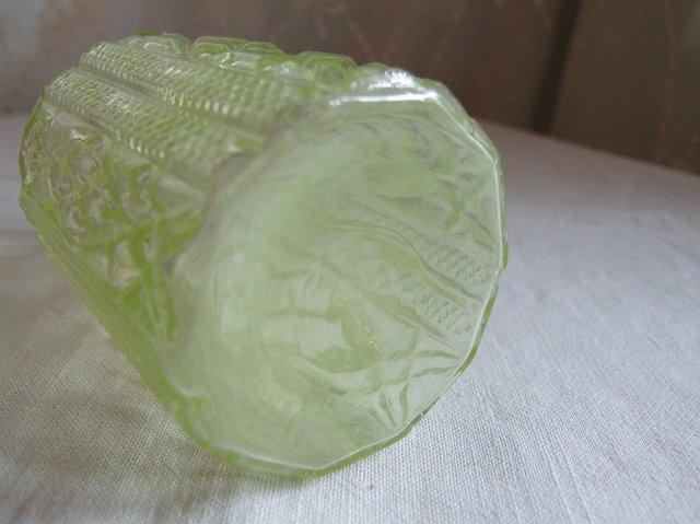 アンティーク ディスプレイにもおすすめのウランガラスの香水瓶【大】