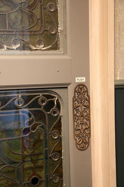 アンティーク イギリスで買い付けた 豪華なデザインのドアプレート