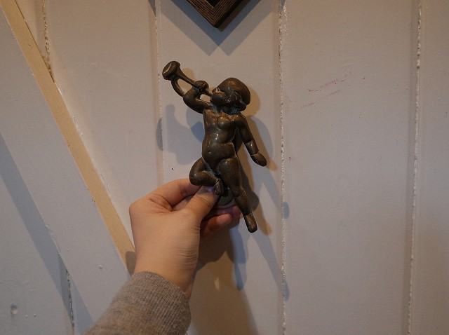 アンティーク イギリスで買い付けた 真鍮製 笛を吹く天使 ドアノッカー