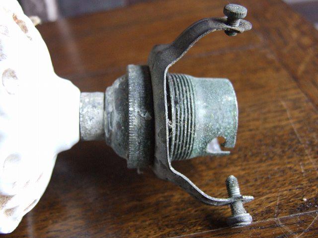アンティーク 陶器でつくられたシーリングカバー(天井用器具)