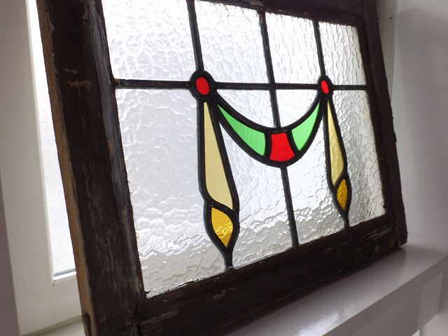 アンティーク イギリスで買い付けた 天窓や欄間におすすめ リボン柄のステンドグラス