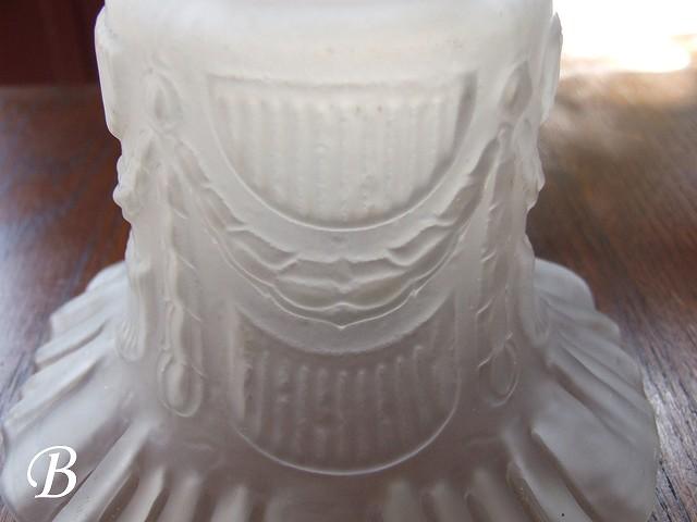 アンティーク フランスで買い付けた フリルの可愛い フロストガラスのシェード