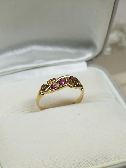 アンティーク エレガントなデザイン ダイヤとルビーのリング