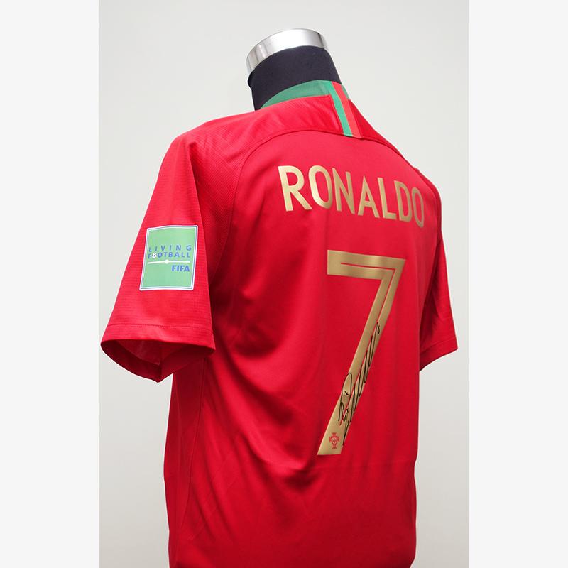 ロナウド直筆サイン入りポルトガル代表2018ホームユニフォーム (袖パッチ付)