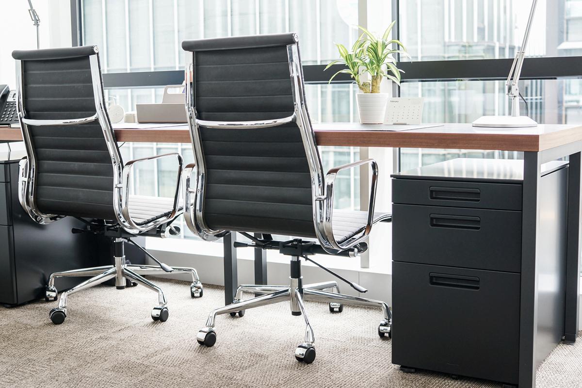 イームズ オフィスチェア アルミナムチェア ハイバック ソフトパッド ブラック  リプロダクト