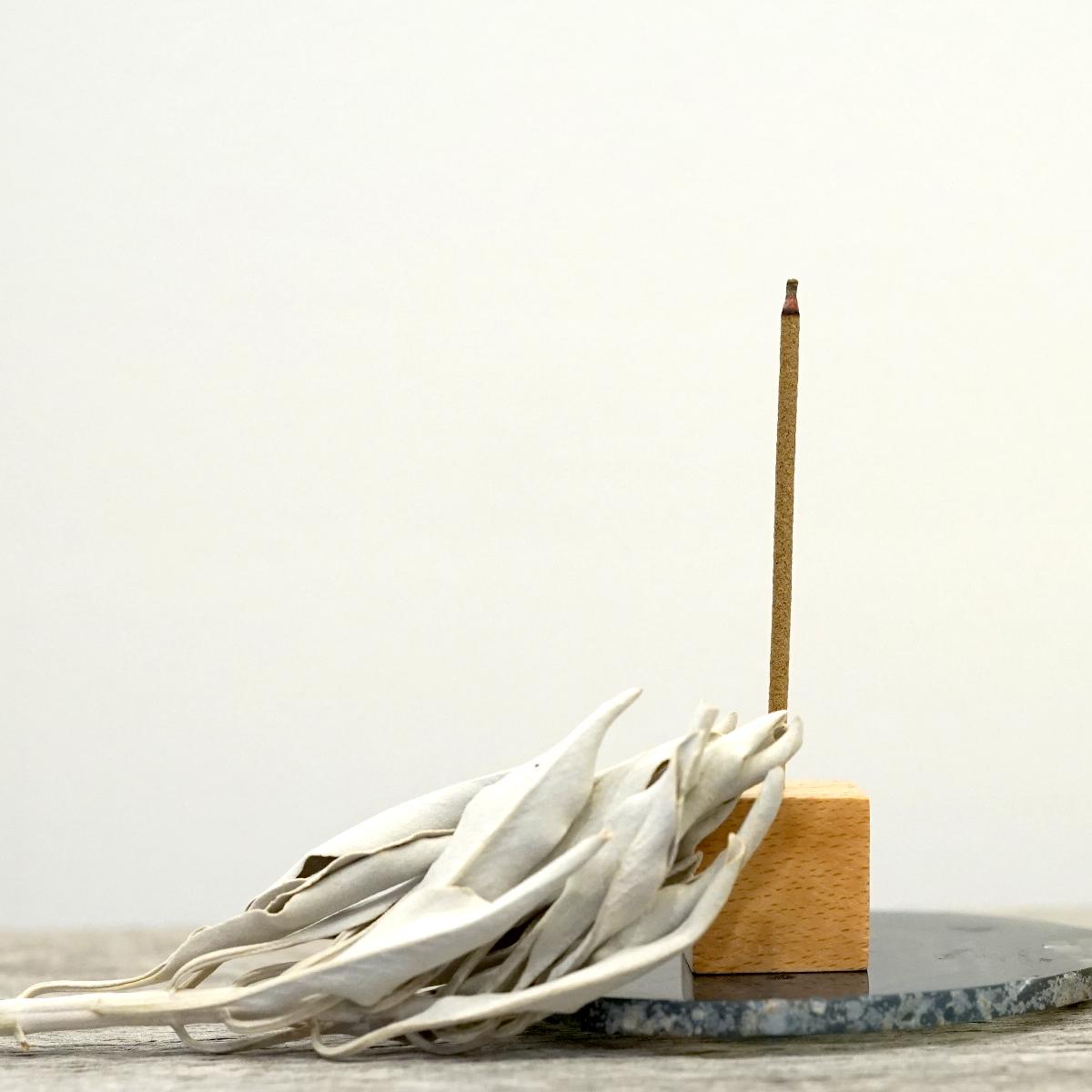 サンダルウッド(白檀)&エクストラ・ホワイトセージ  浄化香 【スティックタイプ】 (ヨガ・瞑想用 天然成分100% 日本製)  LUCAS ルカス [送料無料]