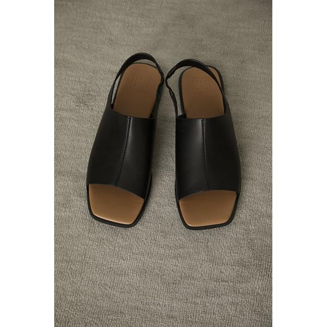 RIM.ARK / リムアーク  Square toe covered sandal