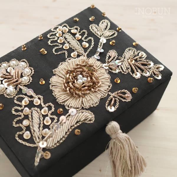 ジュエリーボックス インド ビーズ刺繍 手仕事 ブラック 大人デザイン ボタニカル アクセサリーケース ギフト インテリア