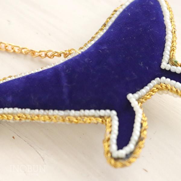 キーホルダー インド ザリ刺繍 エンブロイダリー クジラ 手仕事 おしゃれ プレゼント お誕生日