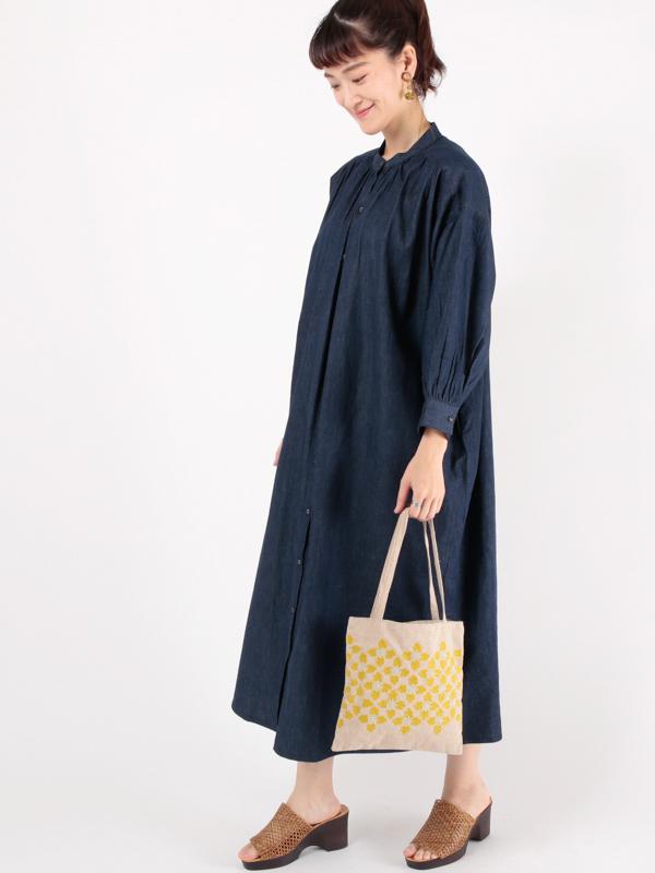 ナチュラル再入荷【SALE40】コットン花刺繍 フラットバッグ(2カラー)