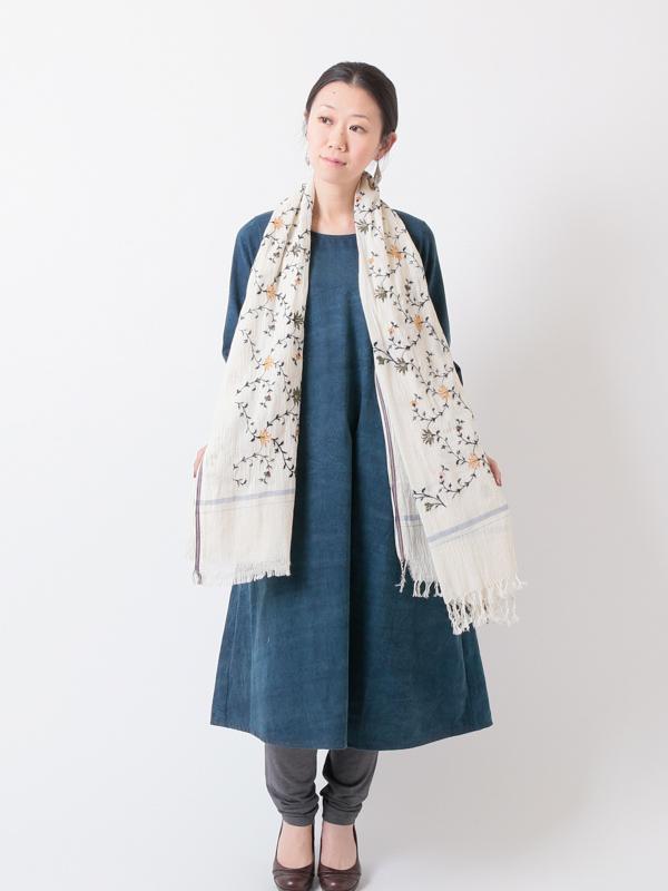 ★【SALE30】ローカディ 大判カシミール花柄マシン刺繍ショール