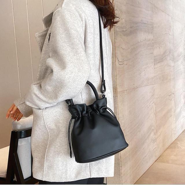 zaqa 716upk3 ブラック ショルダーバッグ かわいい ハンドバッグ 巾着型 2WAY バッグ きんちゃくバッグ 合皮バッグ 斜め掛け おでかけ ミニバッグ 旅行ポシェット 小さめバッグ 黒