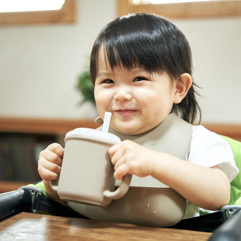 お子様の日々の成長を実感できる「シリコンお食事ギフトセット」ボウル+コップ+エプロン 3点セット