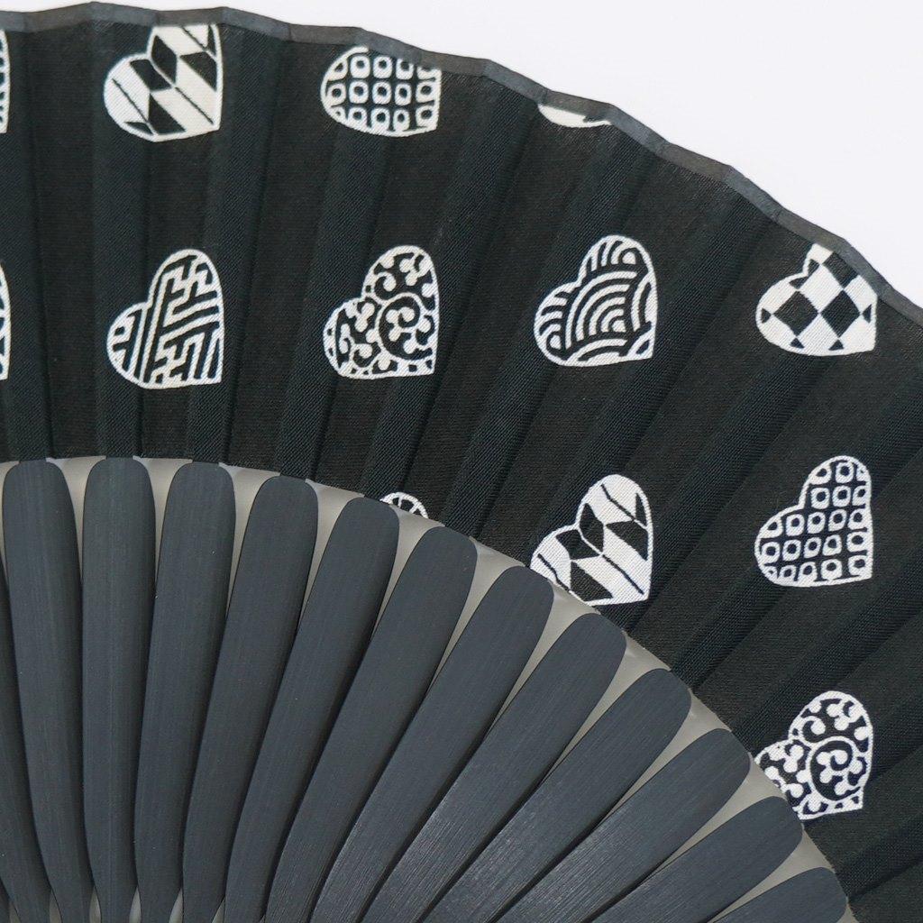 手拭扇子 「ラブリ紋」(化粧箱付)(ブラック/ホワイト)