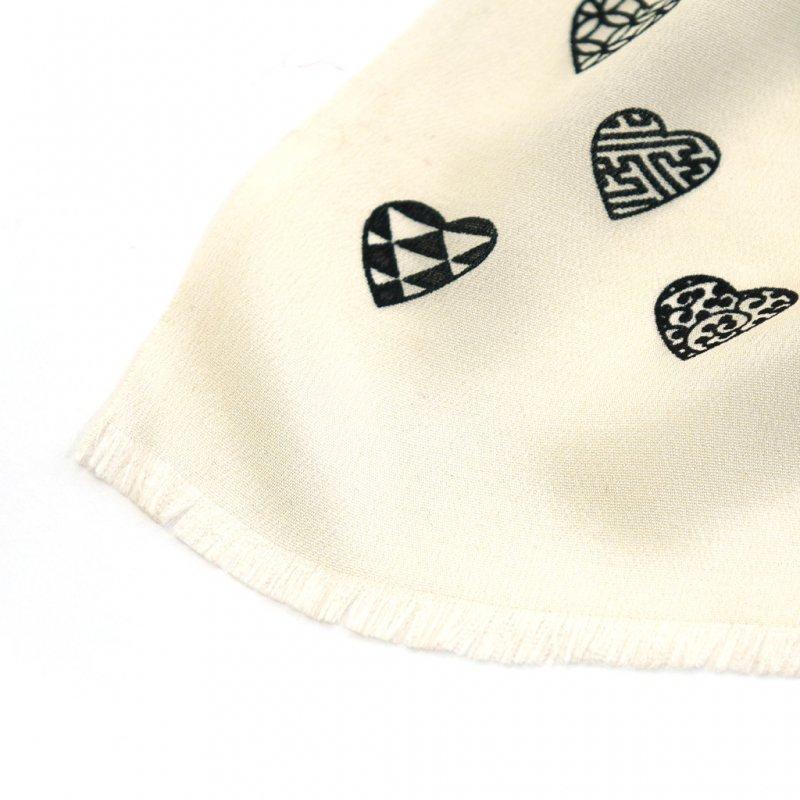 丹後縮緬シルクスカーフ 「ラブリ紋」(オフホワイト/ブラック)
