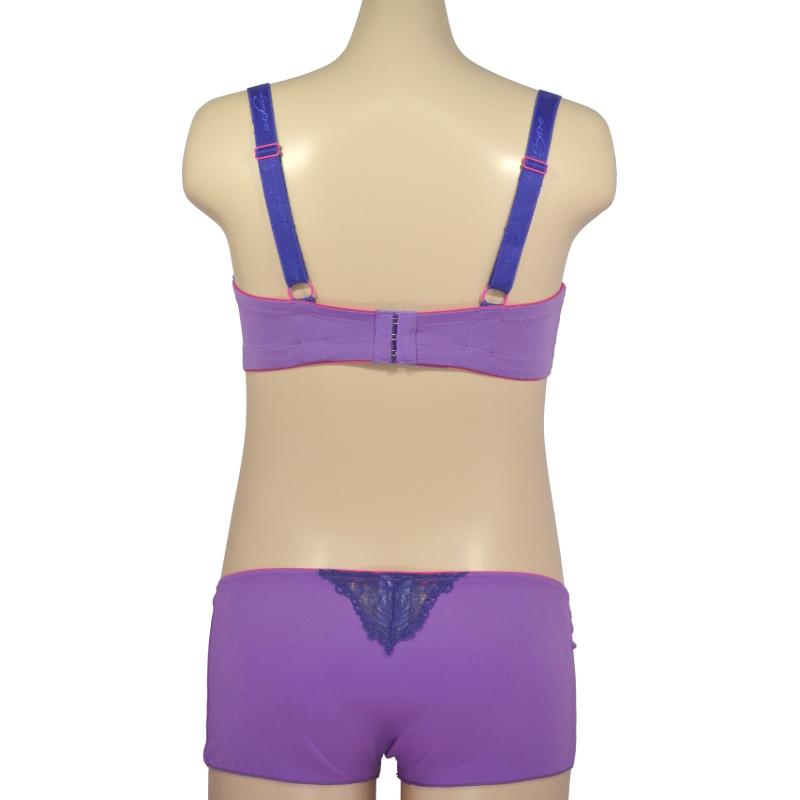 ビビッドな紫ブラ。ノンワイヤーの授乳ブラ・マタニティブラ兼用
