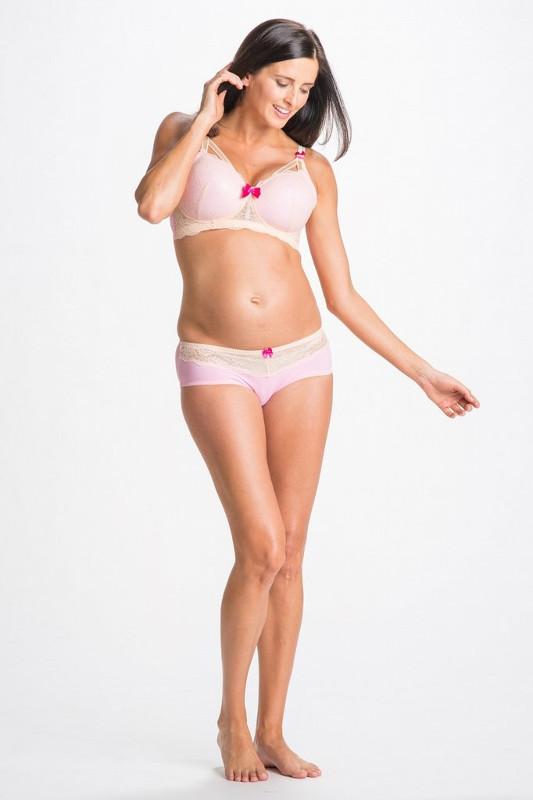 淡いピンクにクリームレース。おなかの下で履くローライズ。マタニティ・産後兼用。