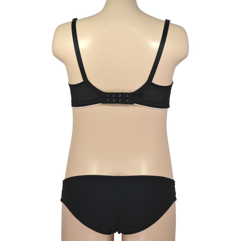 マットな黒で、カジュアルな印象に。ノンワイヤーで優しく支える授乳ブラ・マタニティブラ。