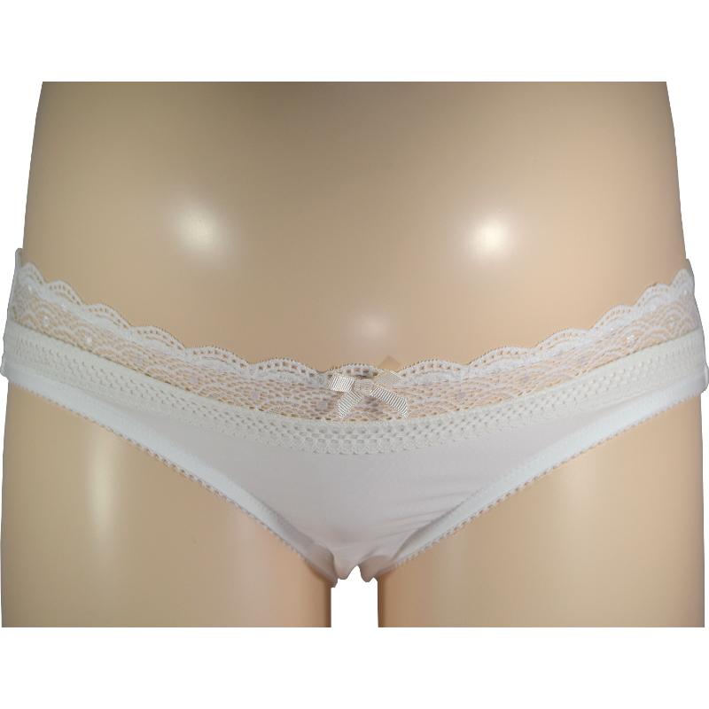 柔らかな白で、優しく包む。マタニティ・産後兼用ローライズショーツ。