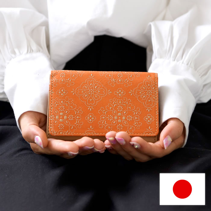 名刺入れ カード入れ マチ付き 漆 牛革 日本製 レースフラワー isuru JAPON