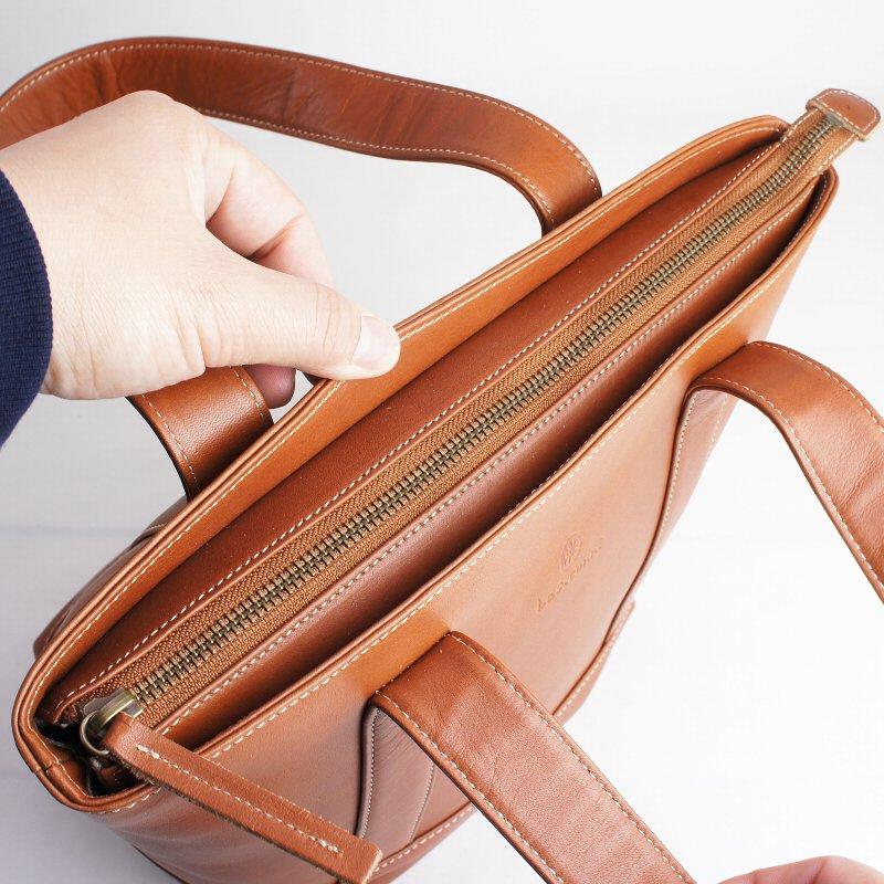 触り心地の良い天然牛革を使用したナチュラルなミニトートバッグ【Les.conni】