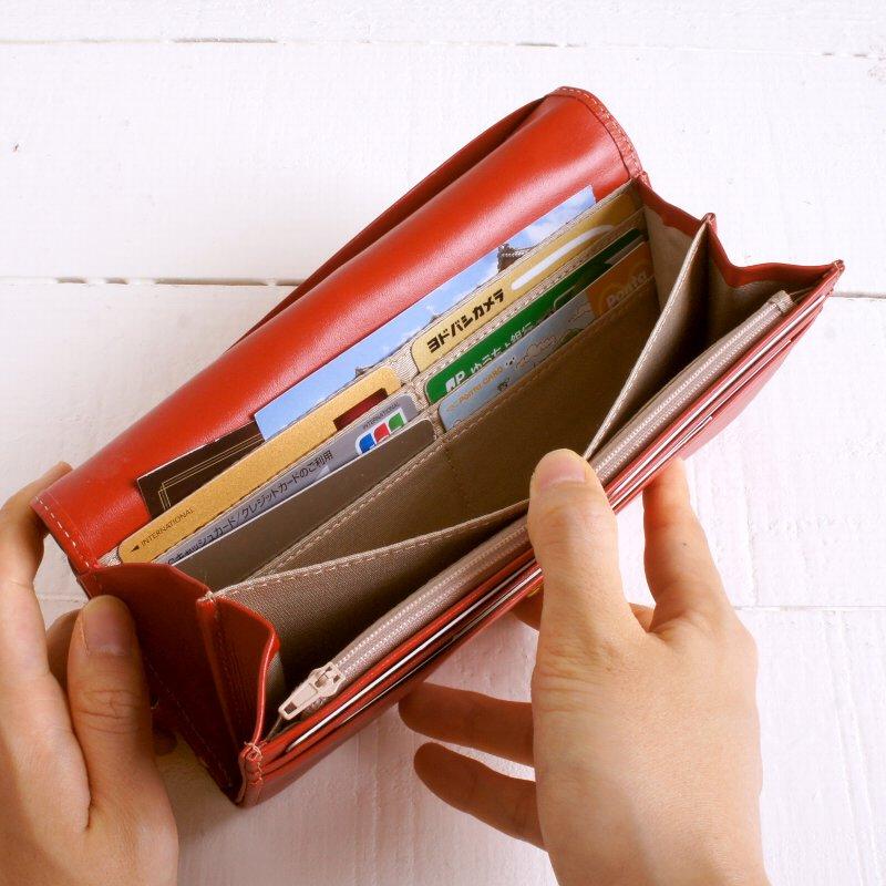 【名入れ対象商品】上質な天然牛革を使用したカジュアルなレディースフラップがま口長財布