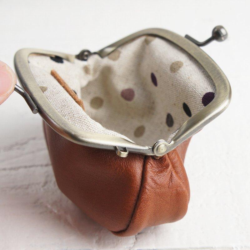 触り心地の良い天然牛革を使用したナチュラルなミニがま口小銭入れ コインケース【Les.conni】