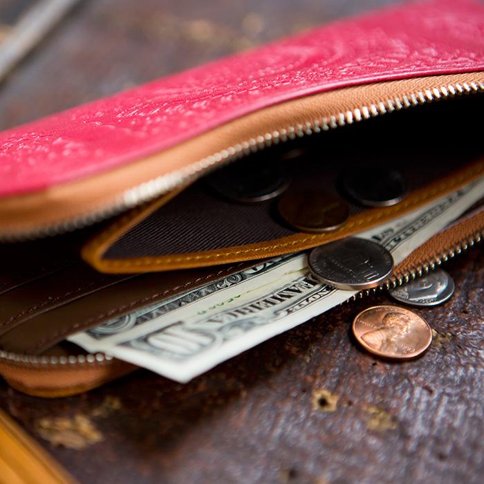 上質な牛革と馬革のアラベスクエンボスL字ファスナー長財布【paccapacca】