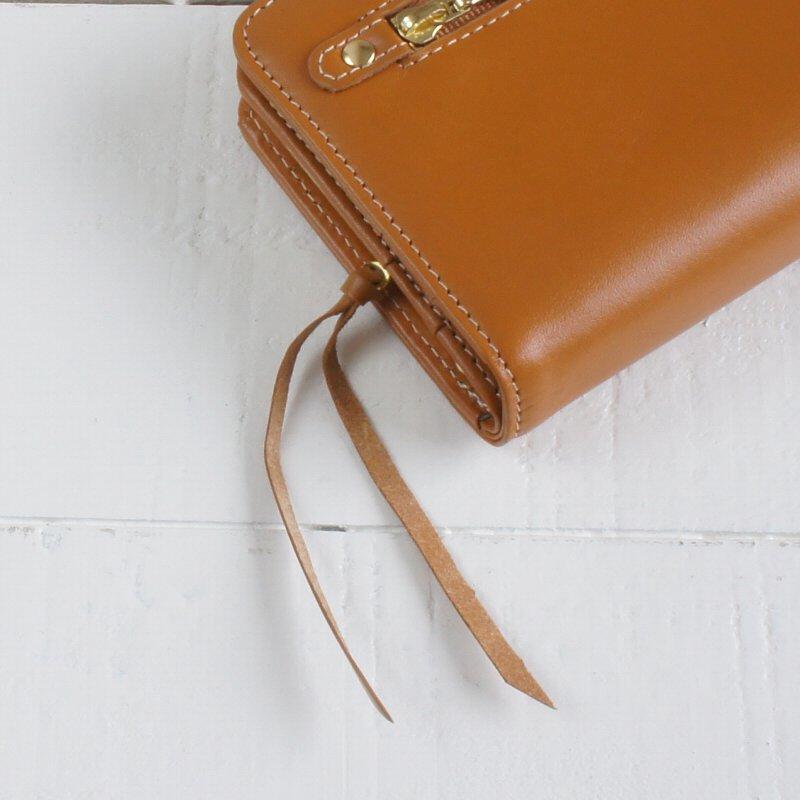 【名入れ対象商品】上質な天然牛革を使用したカジュアルながま口つきレディース長財布