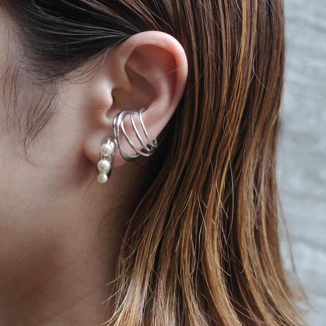 pearl macaroni earring/pierce