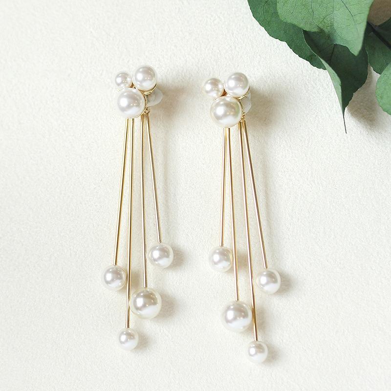 cloud pearl pierced earring