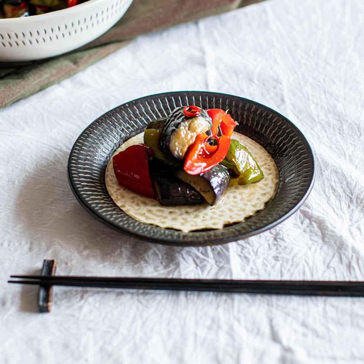 小石原焼 カネハ窯 飛び鉋プレート【中】(縁黒×中黒)