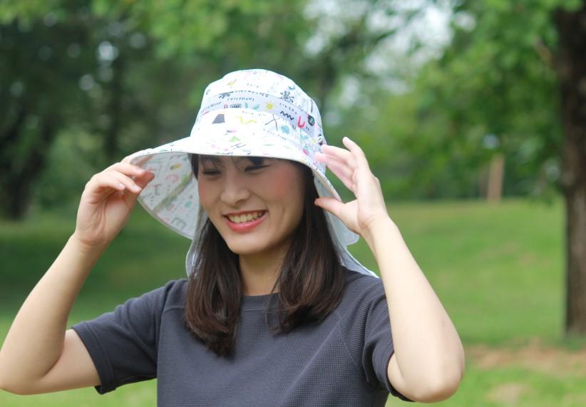 紫外線対策用 UVカット帽子 2WAYネックフラップ付エアスルーハット アルファベット